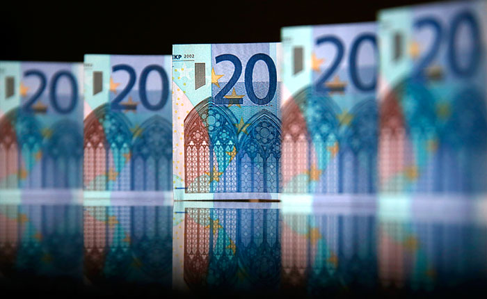 Евро превысил 48 рублей впервые с 13 мая