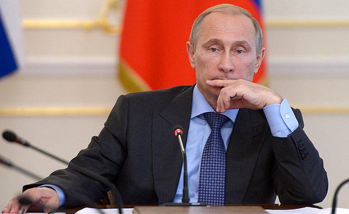 Владимир Путин во время совещания с членами правительства, посвященного выполнению задач, поставленных в Послании Федеральному Собранию.