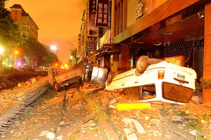Жертвами серии взрывов газа на Тайване стали не менее 22 человек