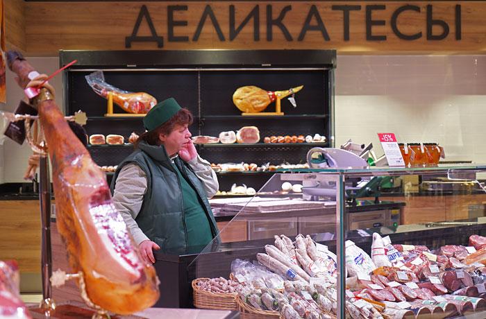 Медведев огласил список запрещенных к ввозу продуктов