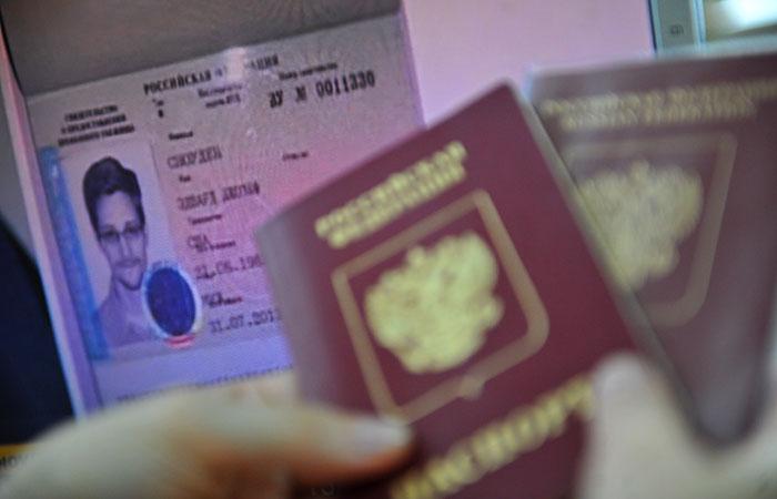 Сноуден получил в России вид на жительство сроком на три года