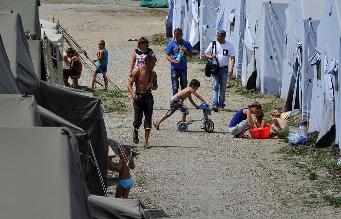 окне лагерь беженцев с украины Эгалите, монолитный