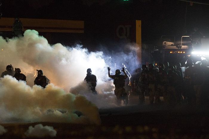 Губернатор Миссури назначил надзирателей за полицией протестного города
