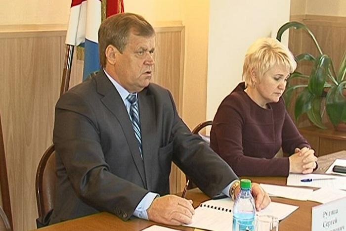 Обвиняемый в халатности мэр Уссурийска ушел в отставку по состоянию здоровья