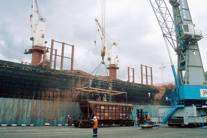 СМИ узнали о разработке в РФ эмбарго на западные промышленные товары