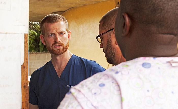 Подхвативший Эболу американский врач выздоровел