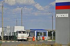 Конвой с российской гуманитарной помощью начал пересекать границу Украины