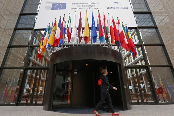 Порошенко в ходе визита в Брюссель попросит ЕС ввести новые санкции против РФ