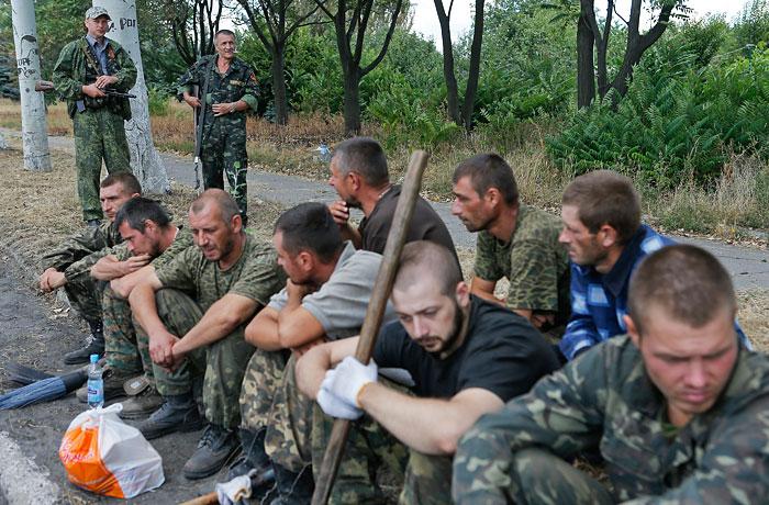 Ополченцы передали украинским военным более 400 пленных