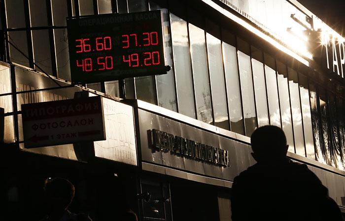 Рубль к концу дня смог отыграть большую часть потерь