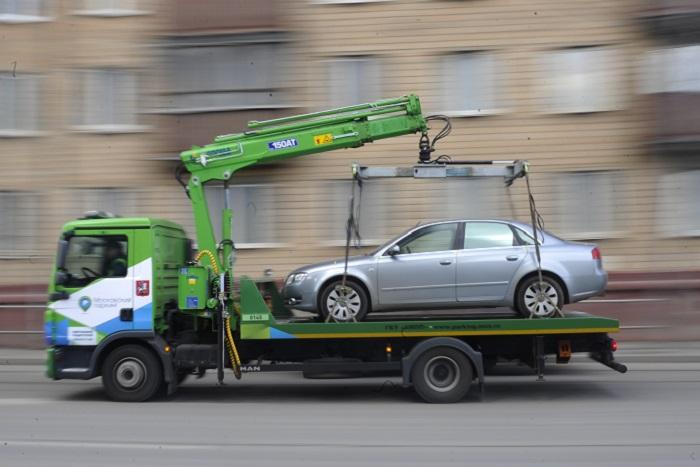 Московские водители начали оставлять манекены в машинах, чтобы их не эвакуировали bitly/23x3dhp