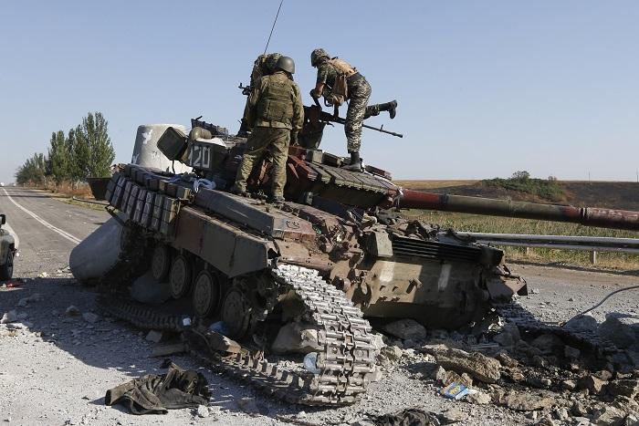 Яценюк допустил возможность введения военного положения в Донбассе