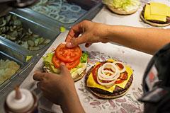 Суд оштрафовал российский Burger King за антисанитарию