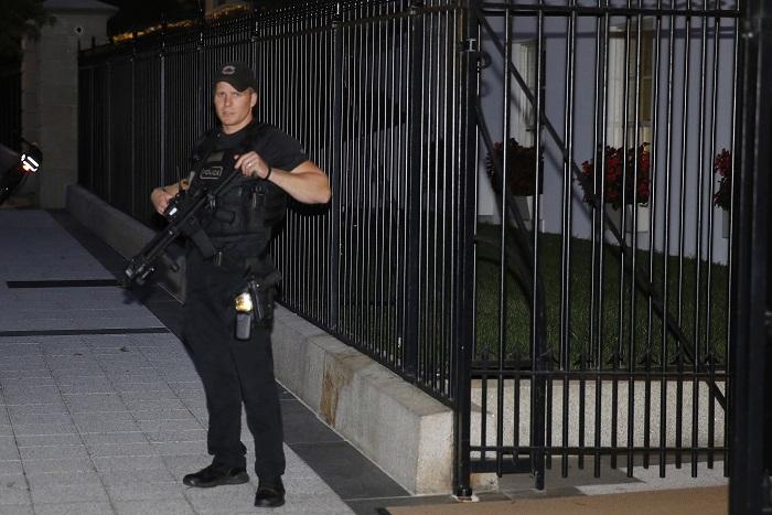 В Белом доме объявили эвакуацию из-за проникшего на территорию нарушителя