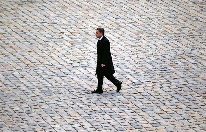 Суд приостановил расследование одного из дел в отношении Саркози
