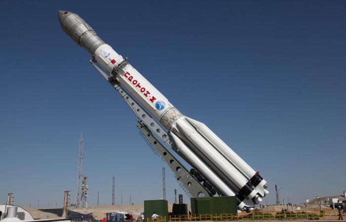 "Тяжелая ракета ""Протон-М"" вывела разгонный блок со спутником связи на опорную орбиту"
