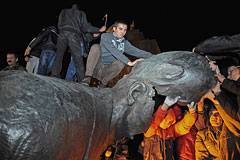 Мэр Харькова пообещал восстановить снесенный памятник Ленину