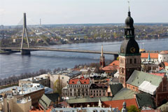 Сейм Латвии поддержал приостановку выдачи вида на жительство богатым россиянам