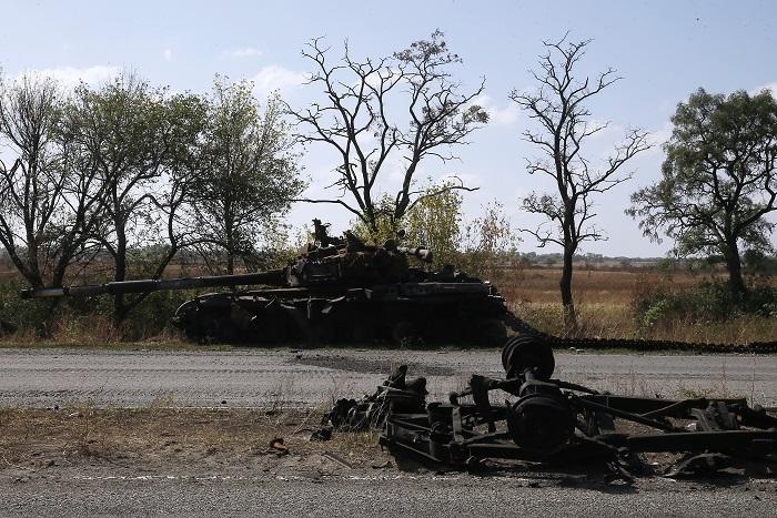 Украинские военные рассказали о стрельбе из танков под Мариуполем