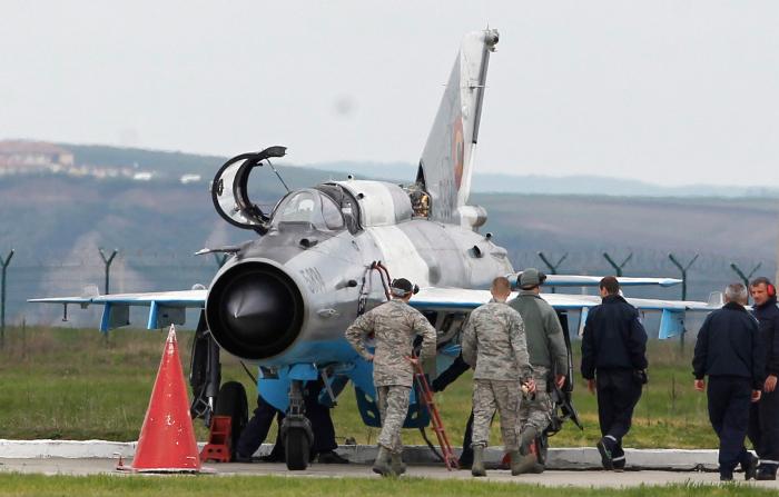 Болгария планирует избавиться от российских самолетов