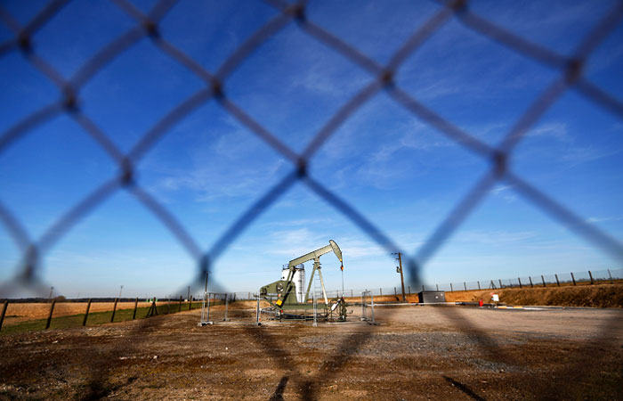 Нефть упала на рубль