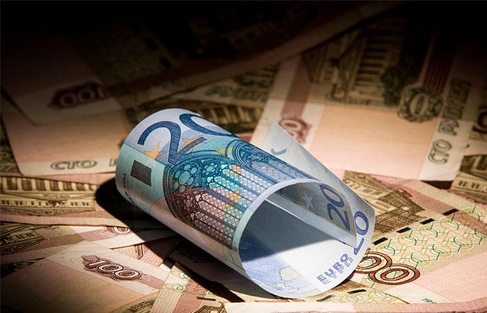 Евро впервые поднялся выше 52 рублей