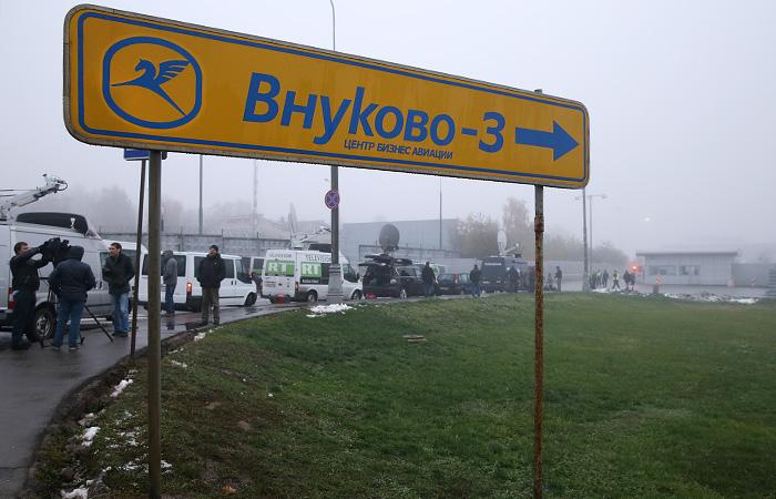 """Водитель столкнувшегося с самолетом во """"Внуково"""" снегоуборщика был пьян"""