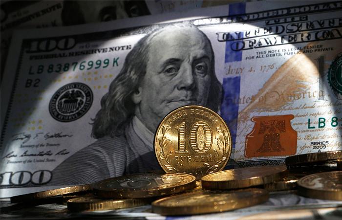ЦБ за час торгов продал более $1 млрд для поддержания рубля