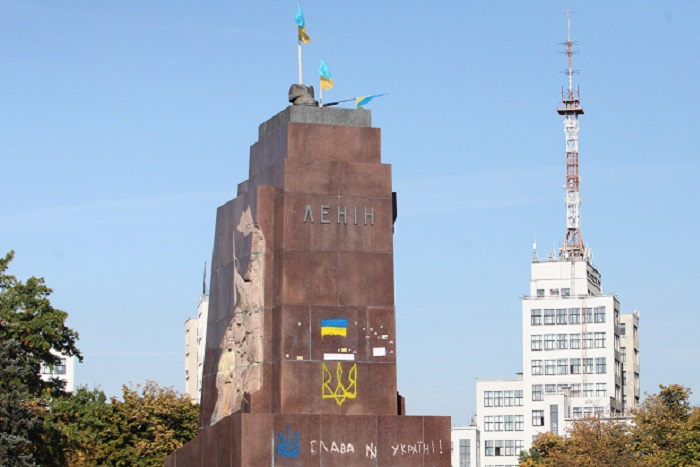 В Харькове начался суд по поводу сноса памятника Ленину