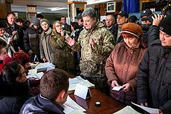 Порошенко в день выборов побывал на востоке Украины