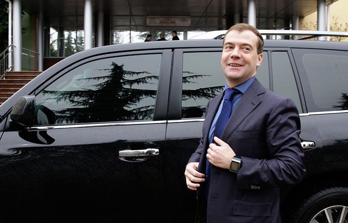 Медведев изменил правила получения водительских прав