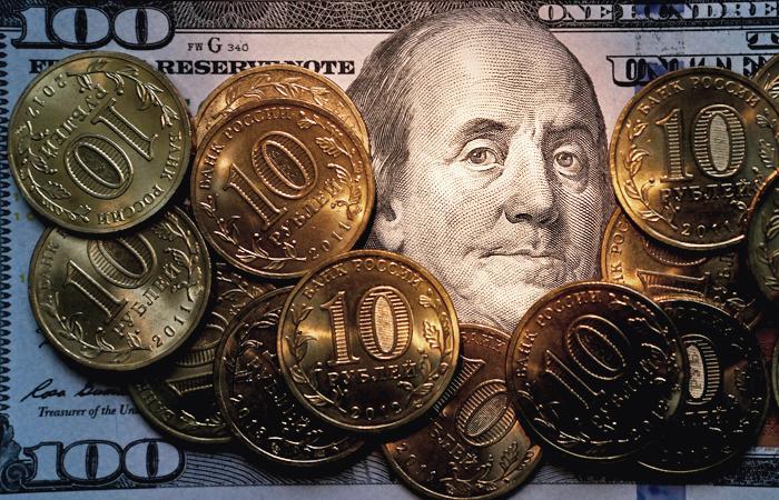 В октябре ЦБ потратил на поддержание рубля более $25 млрд