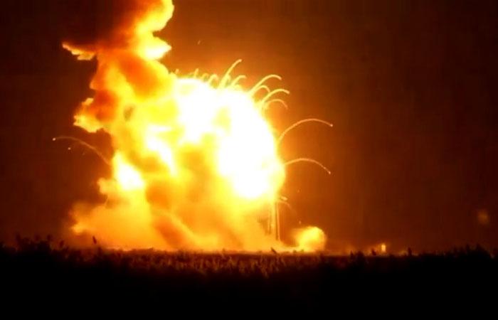 В США космический корабль взорвался сразу после старта