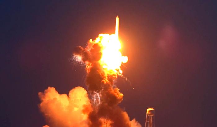 """Orbital Sciences откажется от советских двигателей после аварии ракеты """"Антарес"""""""