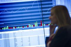 Индекс РТС упал ниже 1000 пунктов впервые с августа 2009 года