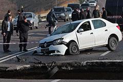Власти Крыма назвали теракт возможной причиной обвала дороги