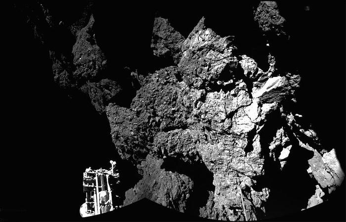 Опубликовано официальное фото с поверхности кометы Чурюмова-Герасименко