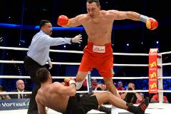 Кличко нокаутировал Пулева в титульном бою