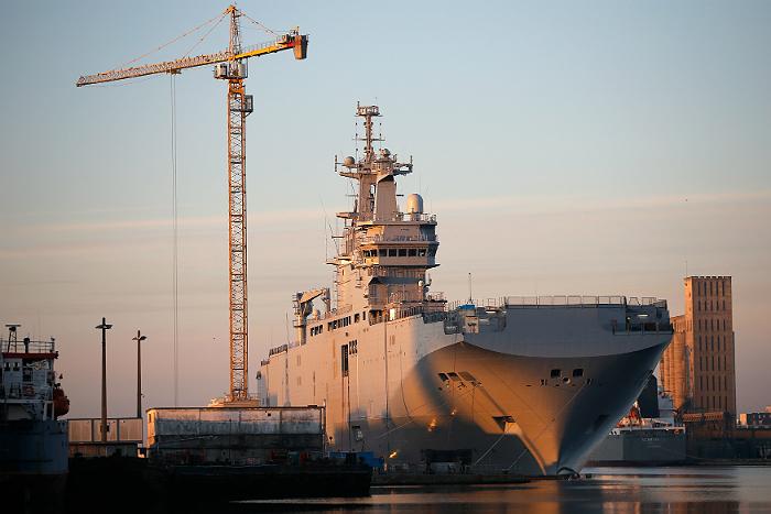 """Олланд пообещал решить вопрос с передачей """"Мистралей"""" без внешнего давления"""