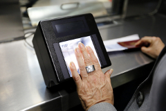 Госдума рассмотрит проект закона об обязательной биометрической регистрации