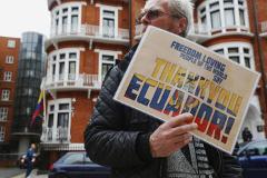 Эквадор продлил срок предоставления убежища Ассанжу