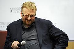 Сенатор попросил СКР проверить депутата Милонова на экстремизм