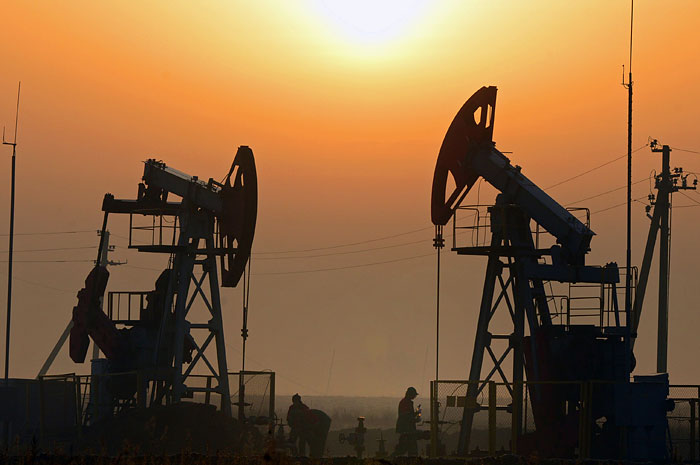 Эксперты заявили о возможном падении цен на нефть ниже $40
