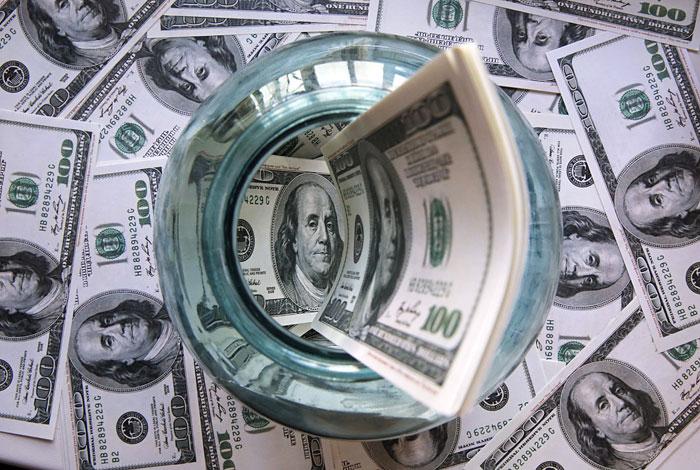 ЦБ в понедельник продал $700 млн для стабилизации курса рубля