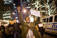 В Нью-Йорке начались протесты после оправдания еще одного полицейского