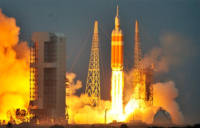 """В США запустили космический корабль """"Орион"""""""