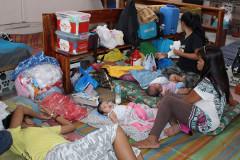 Полмиллиона филиппинцев покинули свои дома из-за угрозы тайфуна