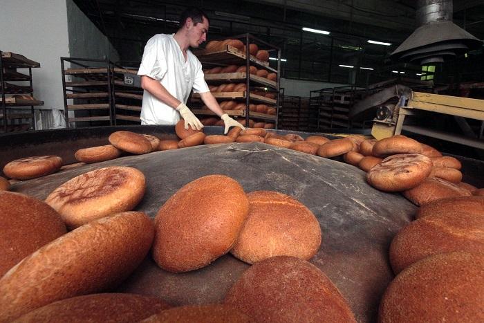 Розничные сети рассказали о грядущем повышении цен на хлеб на 10%