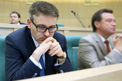 Сенатору Цыбко предъявили обвинение в получении взяток на 27 млн рублей
