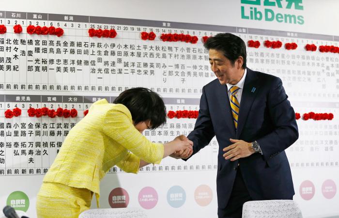 Правящая коалиция победила на парламентских выборах в Японии